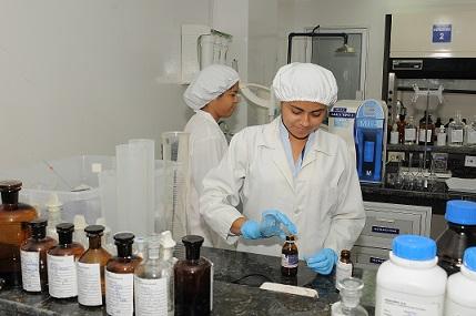 Mano de obra técnica y especializada demandan los laboratorios farmacéuticos.